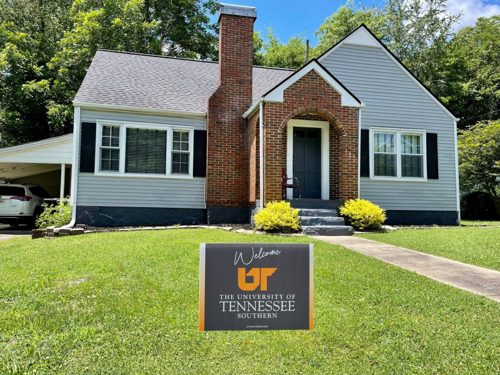 Photo of a home in Pulaski with a yard sign in the front yard that says Welcome UT, University of Tennessee Southern
